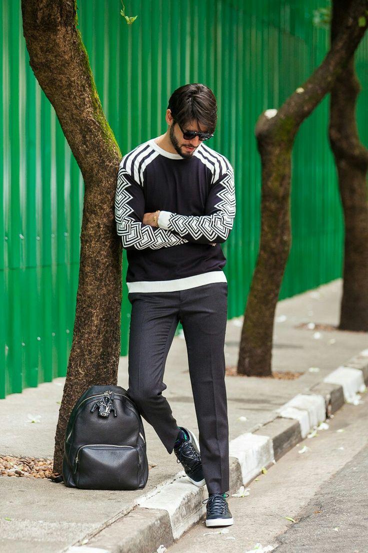 Inspiração de look masculino total black com detalhes em branco