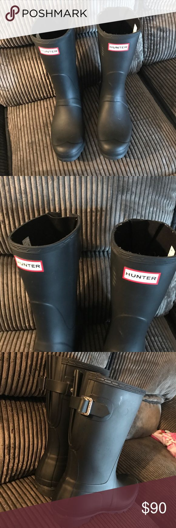 Original short Hunter boots Original matte women's hunter boots. Black. Size 9. Great condition. Small scuff as pictured. Only worn a few times. Hunter Boots Shoes Winter & Rain Boots