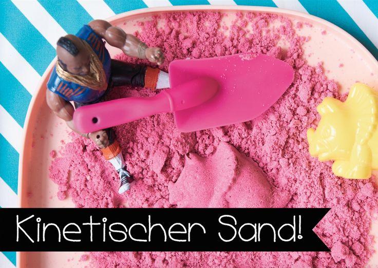 DIY kinetischer Sand | Kinetischer Sand krümelt nicht, verteilt sich nicht, klebt und lässt sich kneten. Super für die Sandburg im Wohnzimmer!