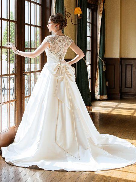 ウエディングドレスショップ シンデレラ(Wedding Dress Shop Cinderella) レースのお背中が美しい上品シックなサテンのノーブルドレスSS9645