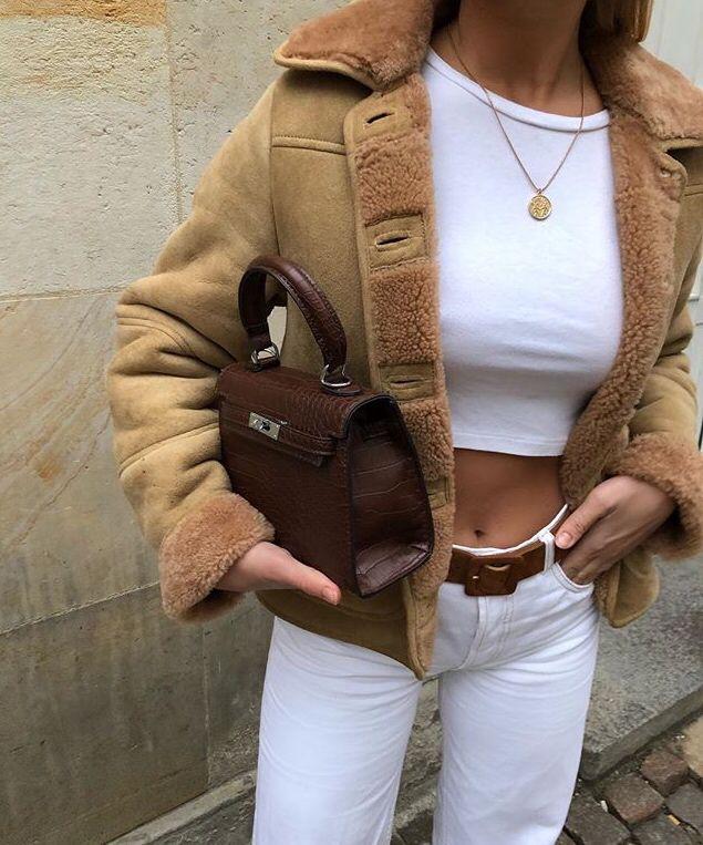Jacke und eine kleine Tasche