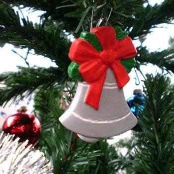 Clopotel handmade. Un ornament deosebit pentru tine si familia ta, lucrat manual din ipsos , pentru impodobirea bradului tau de Craciun.http://www.decoratiuni-superbe.ro/Decoratiuni-de-Craciun/Clopotel-decoratiune-handmade-cod-produs-111207