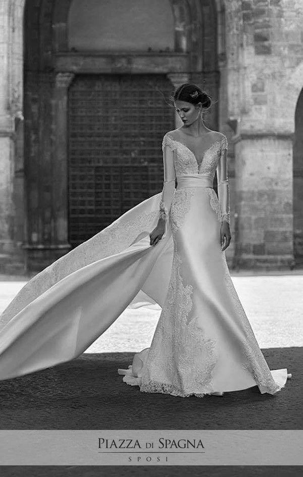 Pregevoli e raffinati, gli abiti da #sposa di #EnzoMiccio evocano un fascino senza tempo. Scopri la Bridal Collection 2017 su http://www.piazzadispagnasposi.it/collezioni/sposa/enzo-miccio-bridal-collection-2017/
