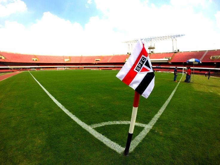 No aniversariante Morumbi, São Paulo encara a irregularidade e o Flamengo #globoesporte