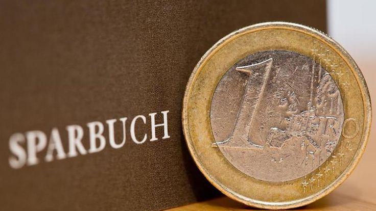 Gleichauf mit Tagesgeldkonto: Sparbücher sind weniger beliebt