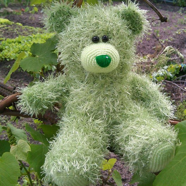 Another teddy bear. Green as a #spring_leaves  #teddybear #teddys #knittedbear #knitted_bear #knittingtoys #knitting #мишка #вязаныймишка #зеленый #листва #вязанаяигрушка #lorensdolls You can make order here:  www.etsy.com/shop/LorensDolls
