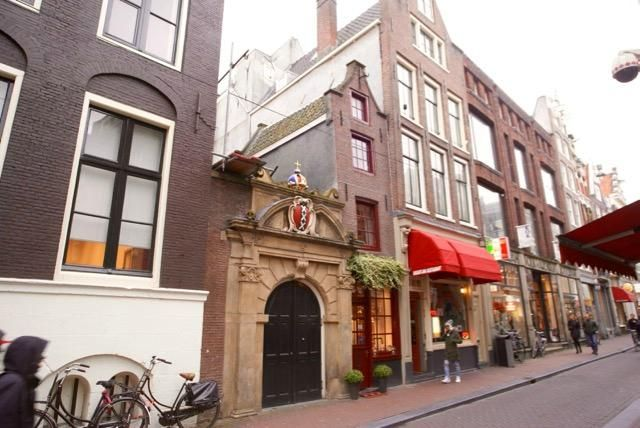https://www.tripadvisor.fr/Attraction_Review-g188590-d4570596-Reviews-The_Smallest_House_in_Amsterdam-Amsterdam_North_Holland_Province.html#photos;aggregationId=101&albumid=101&filter=7&ff=279818909