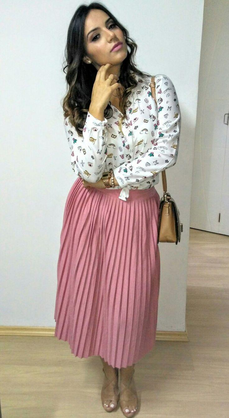 Saia Midi Rose 😍 Camisa de unicórnios e arco íris 🦄 🌈    Sapato e bolsa Nude 👠👜   Relógio Casio Vintage Rose⌚