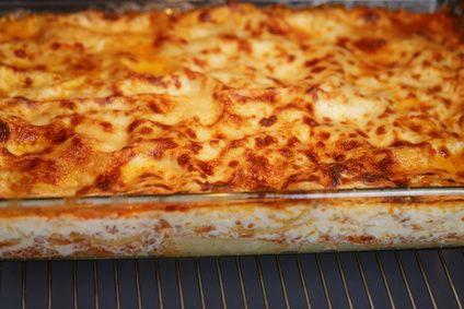 Receita de Lasanha 4 Queijos. Muito saborosa, a lasanha 4 queijos não pode faltar em seu cardápio! Fácil de fazer!