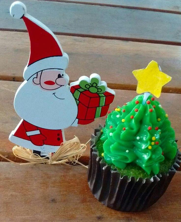 Cupcake Pinheiro Natalino por @bolode_colher Confeitaria Artesanal