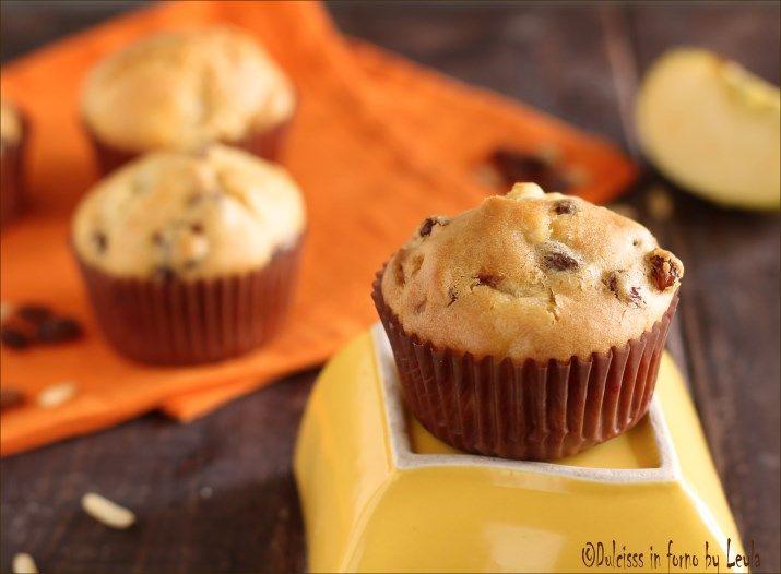 Muffin allo strudel: con mele, uvetta e cannella. Il gusto dello strudel con la morbidezza del muffin. Perfetti per la colazione e per la merenda dei bimbi.