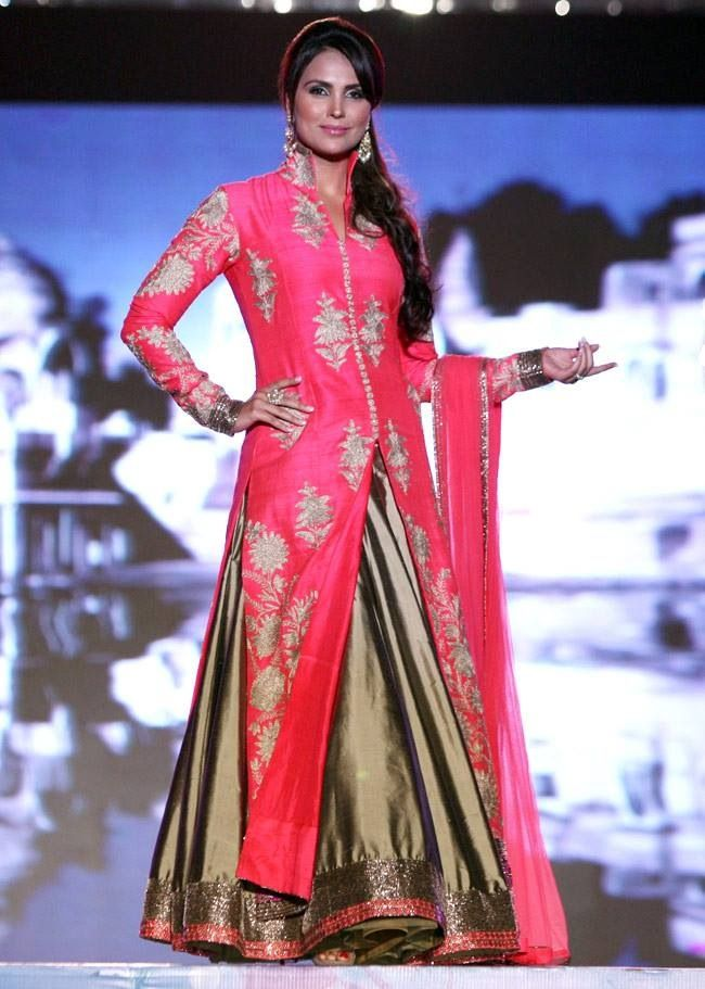 Lara Dutta in Manish Malhotra 2014