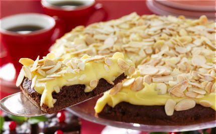 En riktigt mumsig mandeltårta med chokladbotten!