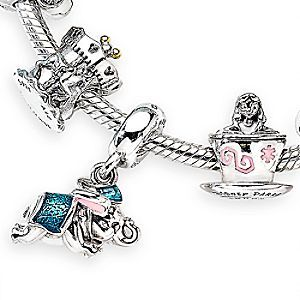 Keep happy memories of your trips to Fantasyland close at hand with this special gift set by PANDORA. Featuring three PANDORA charms inspired by Fantasyland attractions, it also includes a presentation box, and Fantasyland-themed lithograph.
