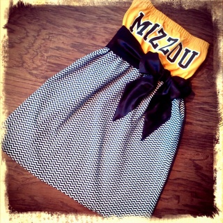 """**Grr. This isn't really a DIY pin. Very disappointed when I found out you have to buy these. Looking up a tube dress pattern, and I'll post if I can actually DIY""""... diy game day dresses. Alabama & Mizzou!!!"""