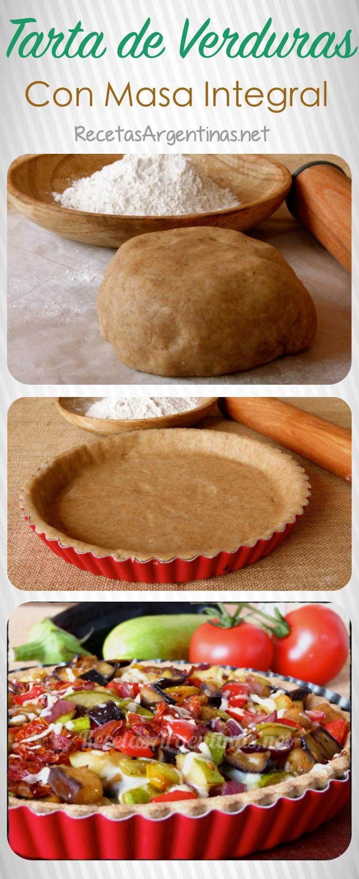 Ingredientes : Masa para tarta salada de harina integral (ver receta aquí) 1 berenjena grande 1 zapallito tipo zucchini o zapallito verde 1 cebolla mediana 10 tomatitos cherries. 1 pimiento morrón rojo 1 pimiento morrón verde 2 0 3 cucharadas de aceite Sal y pimienta a gusto. 150 gramos de queso para gratinar ( mozzarella o port salut o mantecoso) Modo de preparación: Precalentar el horno a 180 grados. Disponer la masa de tarta en un molde. Pinchar la superficie de la masa , para evitar qu