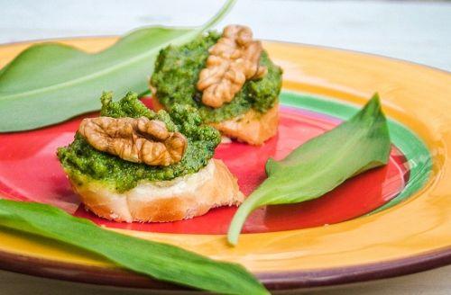 #vegan #vegetarian Medvehagymás szendvicskrém http://kertkonyha.blog.hu/2017/04/10/medvehagymas_szendvicskrem_545