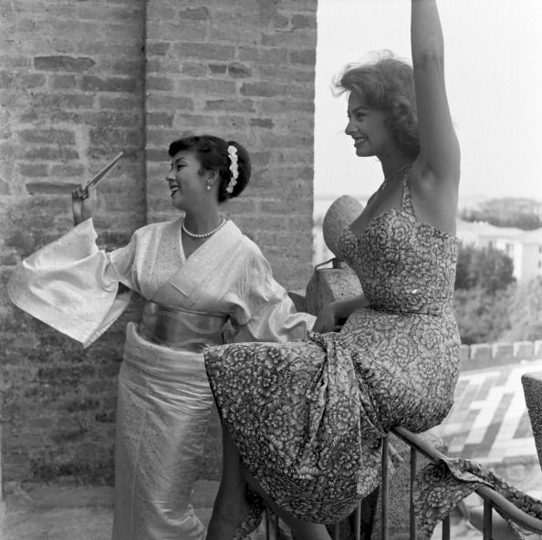 Kyo Machiko (京マチ子) with Sophia Loren