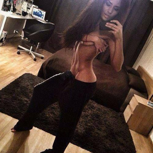 Nice rug but she needs to tidy her desk... #FitFam - http://absextreme.com/gym-memes/nice-rug-but-she-needs-to-tidy-her-desk-fitfam
