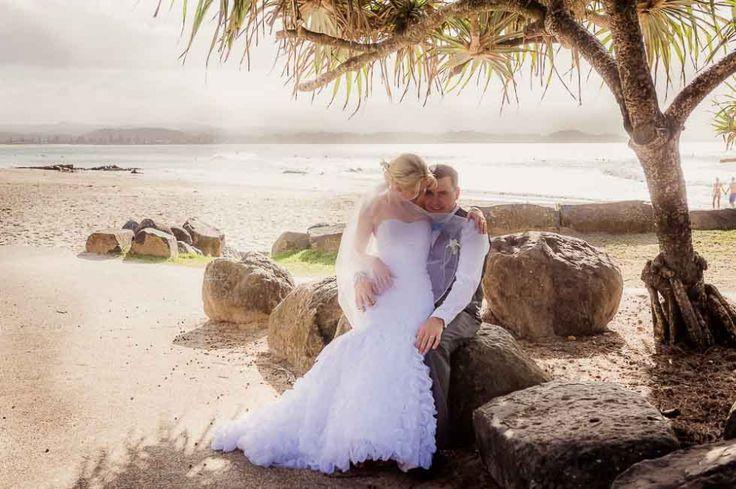 Stunning beachside location for these bride & groom pics #poppylanephoto