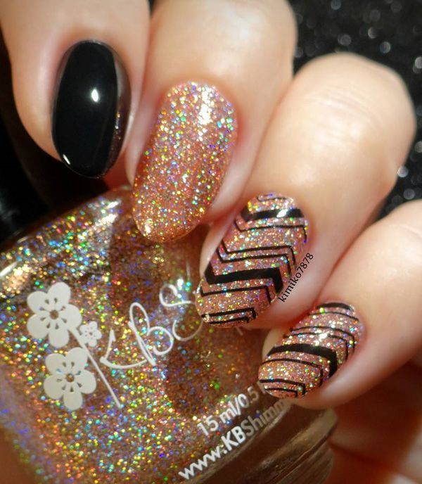Choose this manicure and you are ready for main party. Golden glitter gel in combination whit black you can combine with little black dress and gold jewelry.