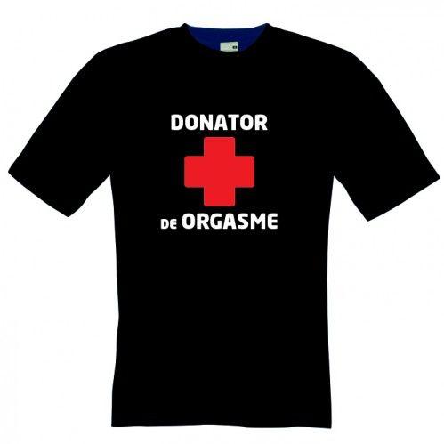 Donator de orgasme, alaturi de o cruce va duce cu gandul la Crucea Rosie, nui? Ei bine, nu e genul acela de tricou. E unul funny, in diverse culori, la pretul de 23.9 ron.