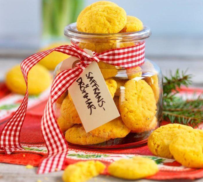 Fyll kakburken med söta saffransdrömmar. Följ vårt enkla recept och trolla fram lyxiga småkakor till jul på nolltid! Saffransdrömmarna går dessutom utmärkt att frysa.