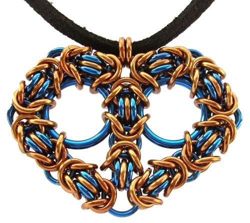 Chain Maille Byzantine Heart by Sarah Austin (Beadsisters). Made using anodised aluminium, this heart is perfect as a pendant, bag or bookmark charm or keyring. Free tutorial online: http://www.beadsisters.co.uk/library/pages/learnaweave73_byzantine_heart.htm