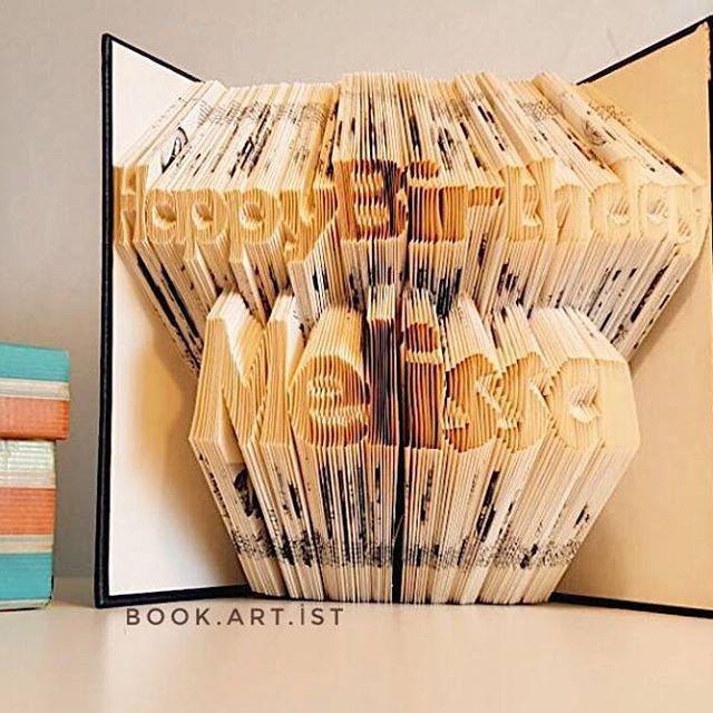 Bir Sipariş Daha Sahibine Ulaştı 😊 📔📔 ✔Kişiye özel tasarımımız vardır. ✔Bilgi ve sipariş için Dm veya e-Mail atabilirsiniz. . . . #happybirthday#kitap#book#folding#katlama#kitapkatlama#bookfolding#bookshelf#booking#bookstore#kitapkokusu#kitapsevgisi#kitaplarheryerde#sanat#gorselsanat#gorselsanatlar#kisiyeozel#foldingpaper#tasarım#emek#kişiyeözel#hediye#gift#armağan#kutlama#süpriz#roman