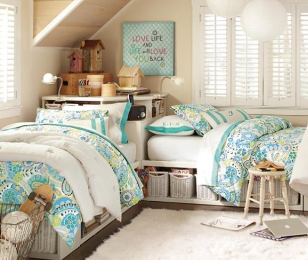 "Interesting idea for ""L"" shaped double beds in guest room. Like the colors too"