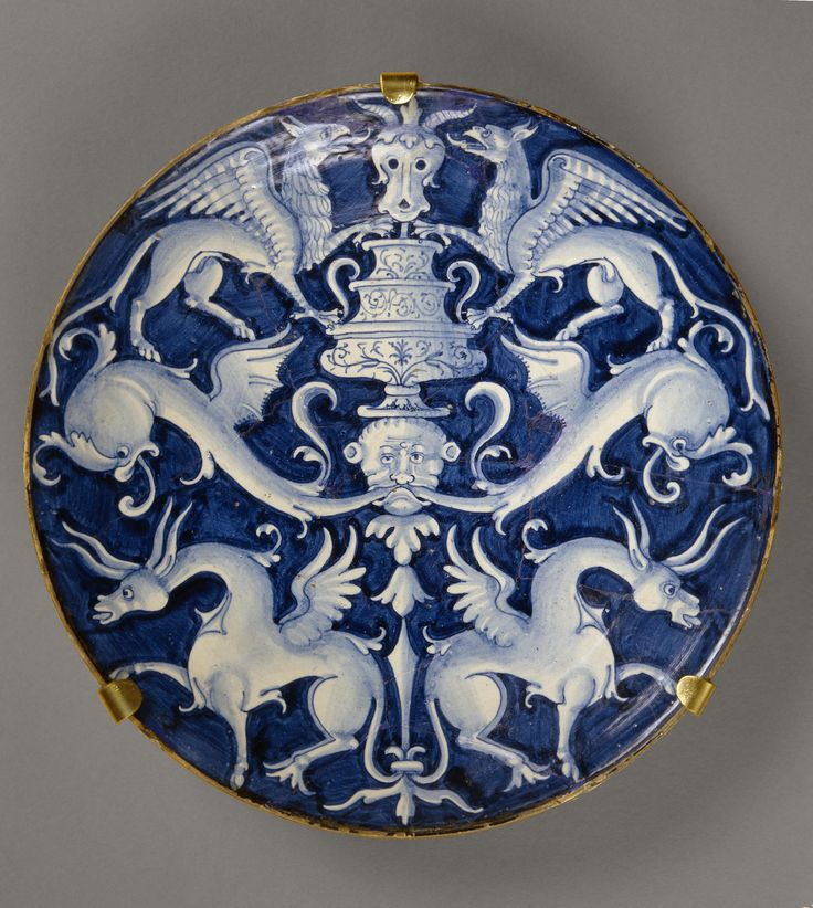 Plate with a Depiction of Large Grotesques, Italy, Deruta, 1530s-1540s