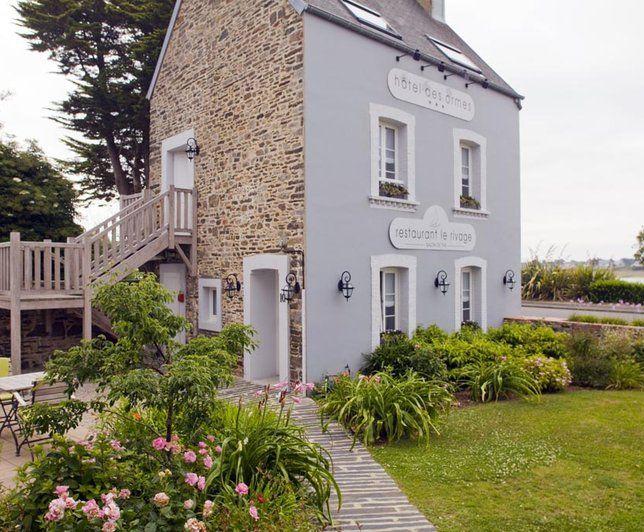 great photo deco blanc htel ambiance maison de famille beige et blanc toit pinterest facades with deco facade maison - Facade Maison Grise Et Blanche