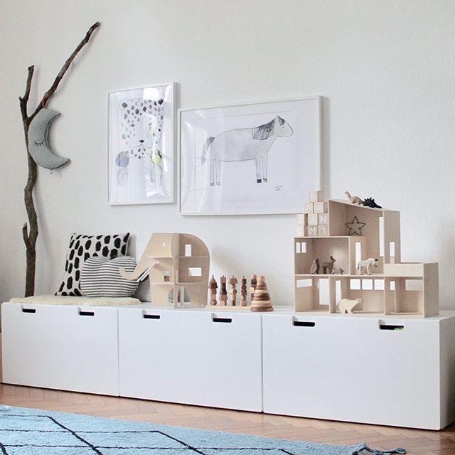 Schlichter Stauraum Mit Dezenter Deko Aus Holz Kids Room