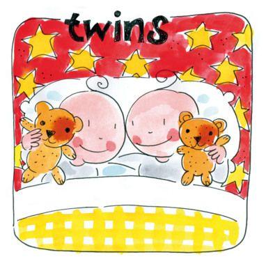 Tweeling houdt twee beertjes vast in bed- Greetz