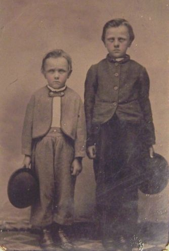 ★Jesse James and his brother Frank as children