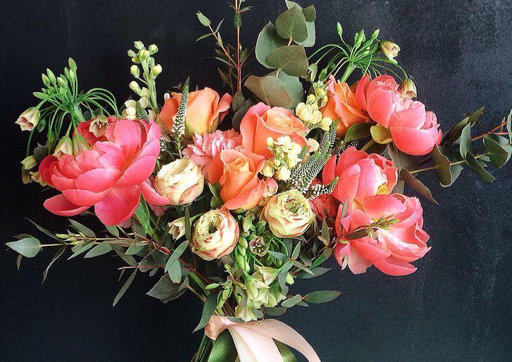 Пионы, левкой, аллиум сицилийский, вероника, пионовидные розы.   Peonies bouquet, fresh and bright!