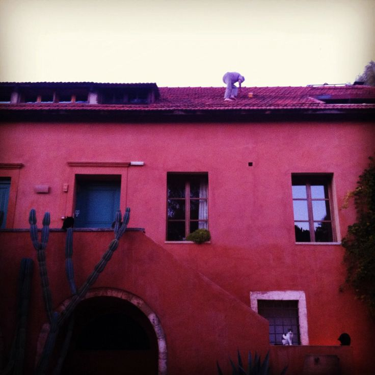Manolis on the roof of #metohikindelis #venetian #farmhouse #hotel