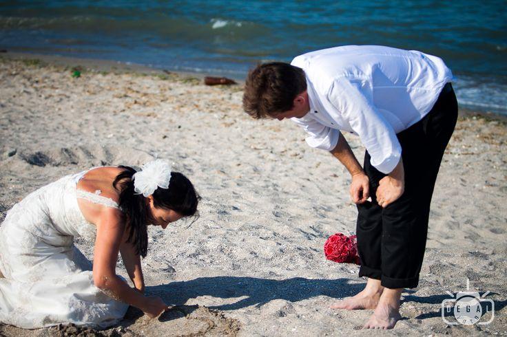 Sedinta foto a mirilor este unul dintre cele mai asteptate episoade ale nuntii tale. Te putem surprinde in ipostaze inedite si speciale in ziua acestui special eveniment. http://www.degalfoto.ro #degalfoto, #fotografiemiri, #nuntasieveniment