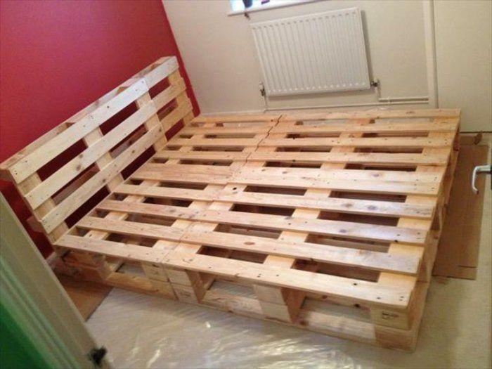 idée DIY comment faire un lit en palette, assemblage de palettes
