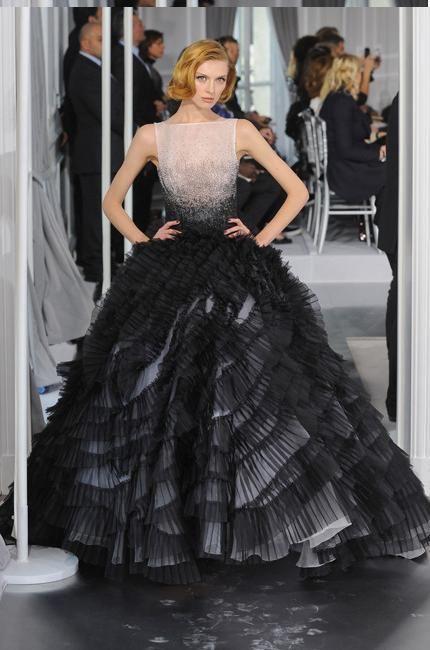 Dior Haute Couture printemps-été 2012 - Inspiration dans la tradition du New Look des années 50.