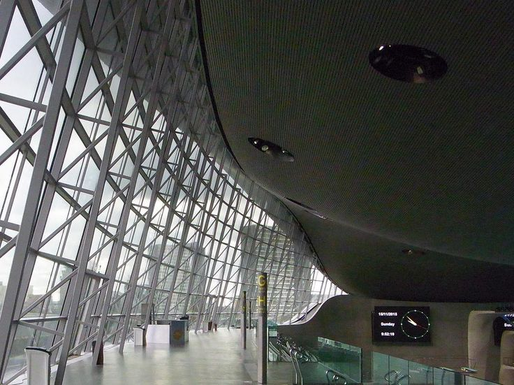 アクアティクス センター  ロンドンオリンピックで競泳用プールとなった建物  中央でうねる屋根 開放感あふれる室内プール  まるで巨大なクジラの下に潜り込んだよう  #タテモノラブ #けんちく #たてもの #写真撮っている人と繋がりたい #写真好きな人と繋がりたい #カメラ好きな人と繋がりたい #ファインダー越しの私の世界 #photoftheday #architecture #instapic#ロンドン #イギリス #london #england