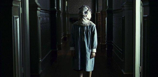 O Orfanato, 2007 Uma mulher se muda para um orfanato amaldiçoado com seu filho, que começa a ver fantasmas de crianças mortas. Muitas criancinhas assustadoras, muitas! Mas também, que ideia dessa mãe, né?
