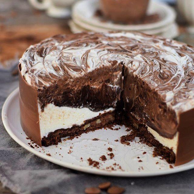 Schokiiiii Kennt Ihr schon meine Schoko Creme Torte? ❤️ #schokotorte #eistorte #chocolatecake #schokolade #chocolate #torte #summer #sommer #dessert #ichliebefoodblogs @ich.liebe.foodblogs