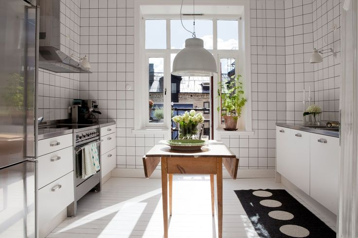 kitchen kök helkaklat vitt kakel svart fog