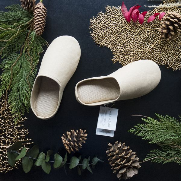 A pair of room shoes is an essential part of every Japanese home. This minimalist version is made from Sasawashi fabric, a pill-free fabric that effortlessly absorbs moisture and odours from the skin. The perfect unisex gift for anyone on your list. #villagespas Unique luxurious gifts and Gift ideas. Find the perfect gift online. Shop for spa gifts www.shopvillagespas.com #gifts #spagifts