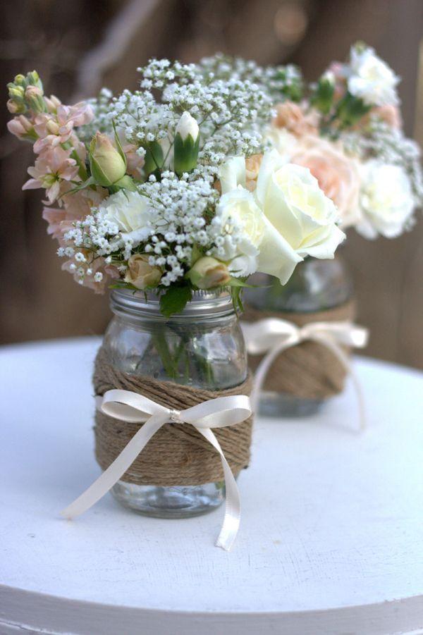 Potes de vidro decorados com juta - arranjo casamento barato