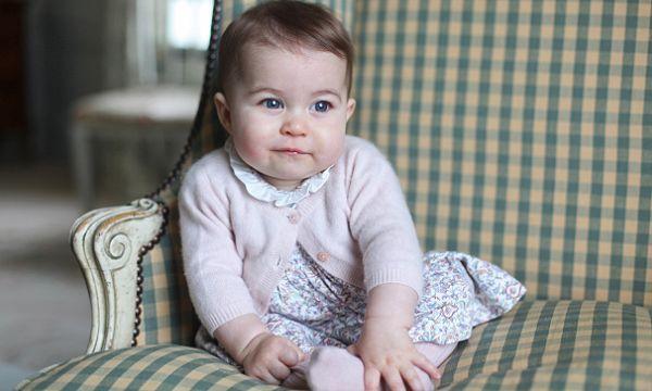 A sus nueve meses de edad, la pequeña princesa Charlotte es toda una inspiración para los grandes diseñadores de la moda y los productos de belleza. Marc Jacobs creó un labial inspirado en la hija del príncipe William y de Kate Middleton. La princesita es motivo de inspiración para el mundo de la moda