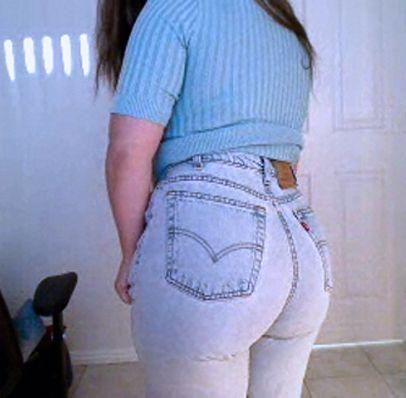 Round butt inside levis always looks great   Micha