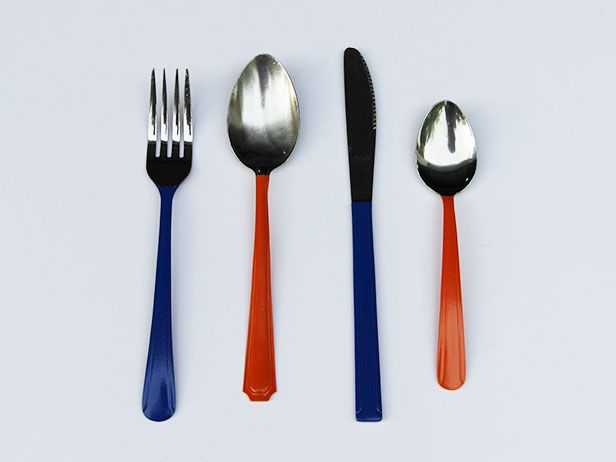 How to upcycle charity shop cutlery with paint.          Gloucestershire Resource Centre http://www.grcltd.org/scrapstore/