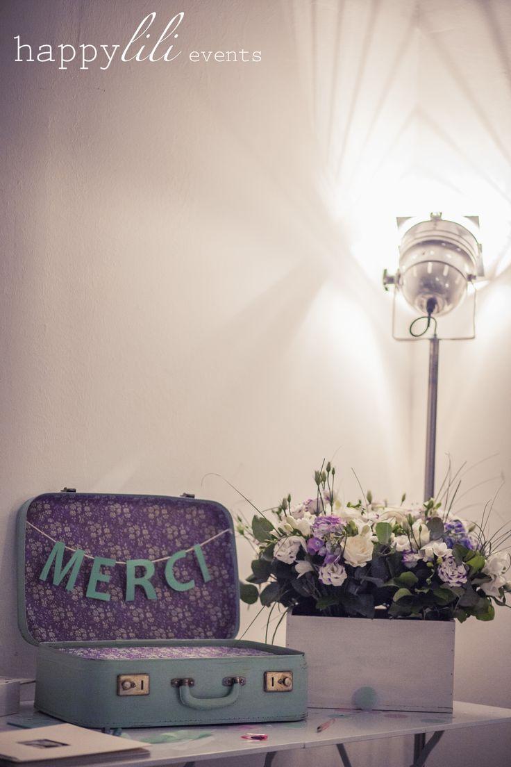 Mariage d coration merci urne fleurs mauve vert d 39 eau for Decoration urne